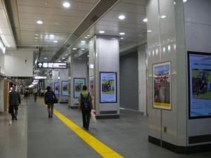 東京駅八重洲に設置されたサイネージ